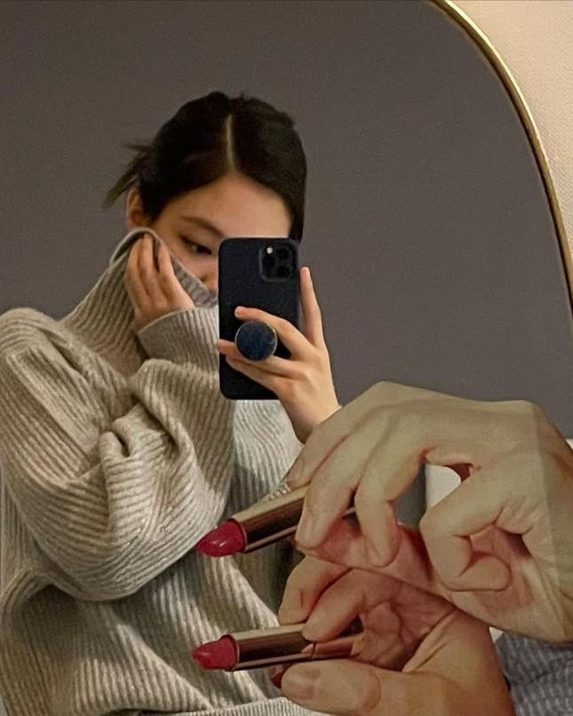 Muốn có ảnh selfie xịn xò với gương, hãy học ngay những bí quyết này của BLACKPINK! ảnh 4
