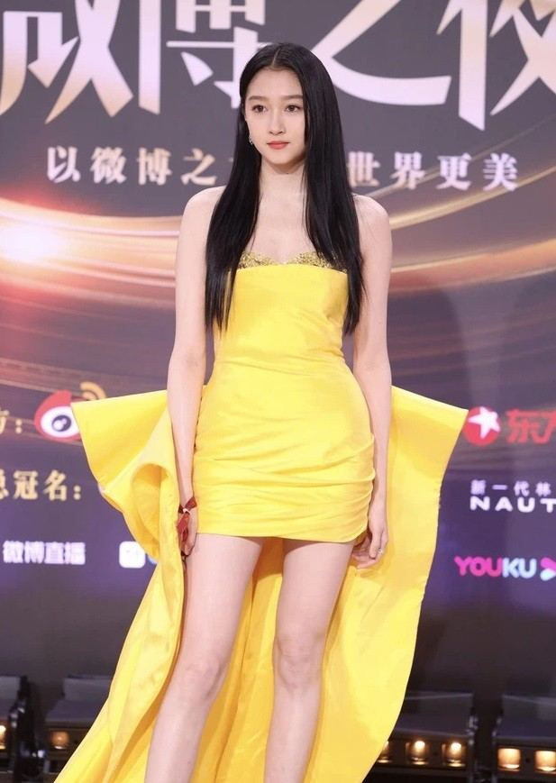 Đại chiến nhan sắc trên thảm đỏ Đêm hội Weibo 2020: Triệu Lệ Dĩnh, Angela Baby phải chịu thua đàn em ảnh 11