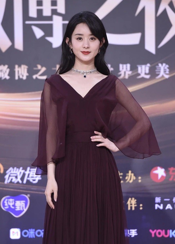 Đại chiến nhan sắc trên thảm đỏ Đêm hội Weibo 2020: Triệu Lệ Dĩnh, Angela Baby phải chịu thua đàn em ảnh 4