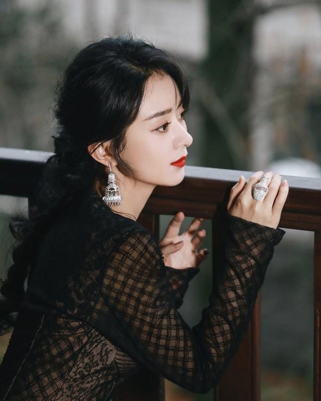 Đại chiến nhan sắc trên thảm đỏ Đêm hội Weibo 2020: Triệu Lệ Dĩnh, Angela Baby phải chịu thua đàn em ảnh 1