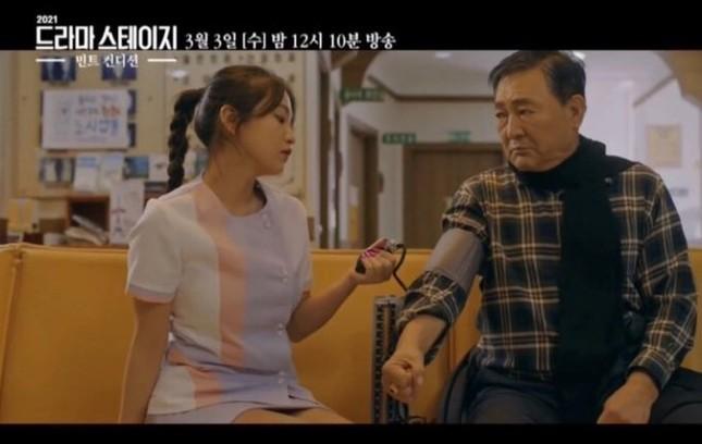 """Sau Jennie (BLACKPINK), tới lượt Yeri (Red Velvet) nhận """"gạch đá"""" chỉ vì mặc đồ y tá lệch chuẩn ảnh 3"""