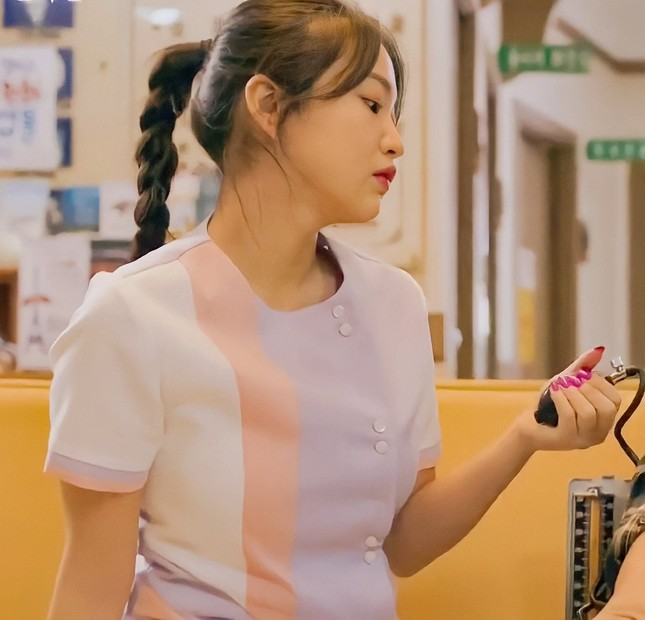 """Sau Jennie (BLACKPINK), tới lượt Yeri (Red Velvet) nhận """"gạch đá"""" chỉ vì mặc đồ y tá lệch chuẩn ảnh 2"""