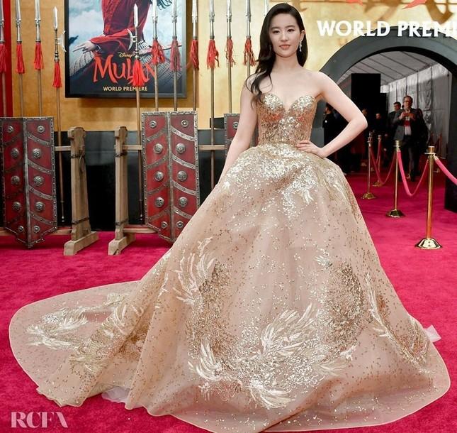 Bái phục stylist của BLACKPINK: Chẳng ngại chỉnh sửa cả váy Haute Couture cho Rosé diện ảnh 3