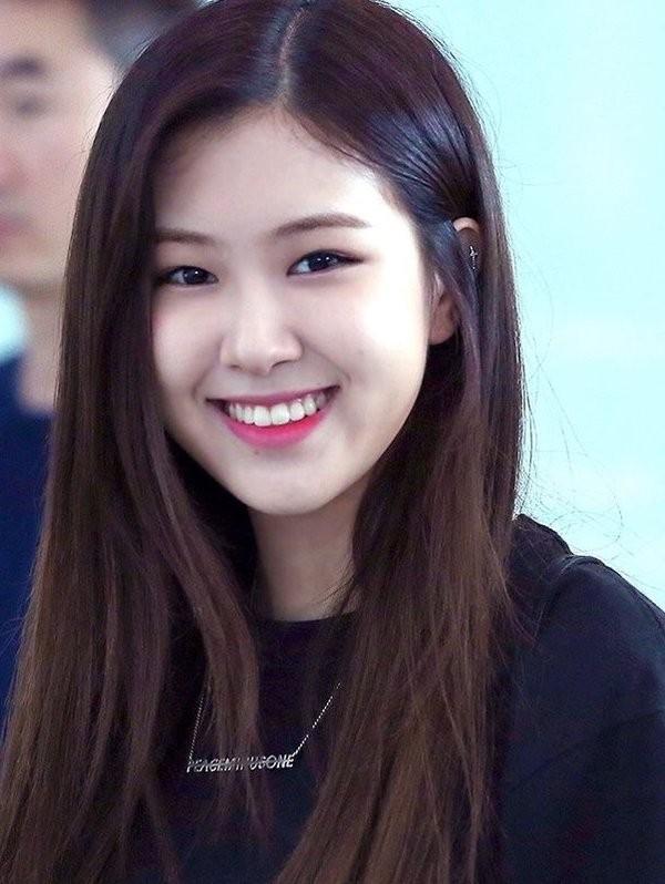 Chỉ vì ảnh teaser quá xinh mà Rosé (BLACKPINK) lại bị netizen nghi ngờ đụng dao kéo ảnh 3