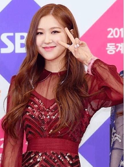 Chỉ vì ảnh teaser quá xinh mà Rosé (BLACKPINK) lại bị netizen nghi ngờ đụng dao kéo ảnh 4