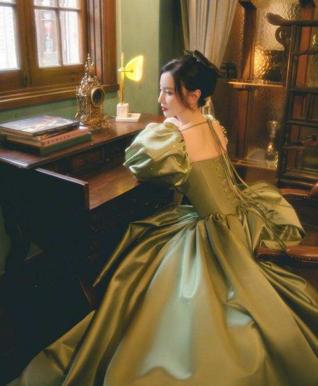 Mặc váy siêu bó khoe eo ở Đêm hội Weibo, Hoa hậu Hoàn vũ Trung Quốc phải nhập viện ảnh 2