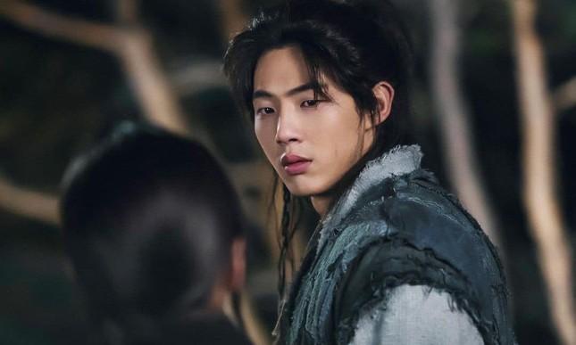 """""""Sông Đón Trăng Lên"""" có nguy cơ đổ bể khi nam chính Ji Soo thừa nhận mọi cáo buộc ảnh 1"""