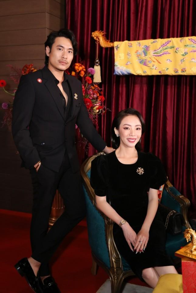 """Chia tay chị Mười Ba cá tính, Thu Trang hóa quý cô kiêu kỳ chứng tỏ """"ai rồi cũng khác"""" ảnh 5"""