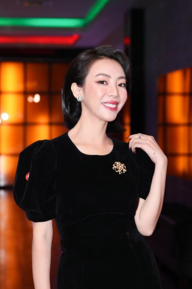 """Chia tay chị Mười Ba cá tính, Thu Trang hóa quý cô kiêu kỳ chứng tỏ """"ai rồi cũng khác"""" ảnh 3"""