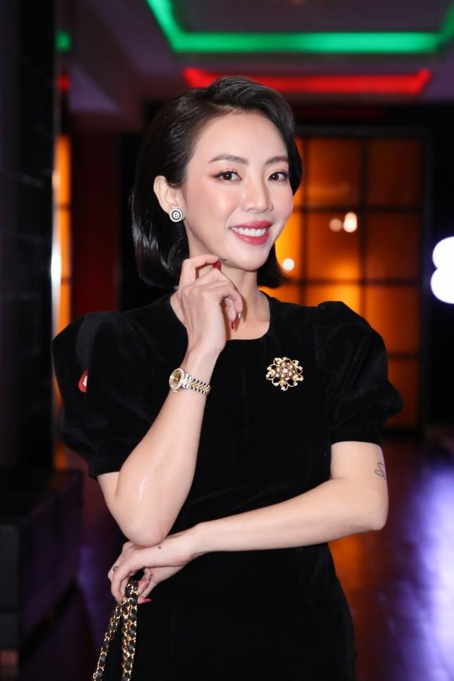 """Chia tay chị Mười Ba cá tính, Thu Trang hóa quý cô kiêu kỳ chứng tỏ """"ai rồi cũng khác"""" ảnh 1"""