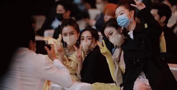 Đụng độ hai tình cũ của chồng, Triệu Lệ Dĩnh hành xử thế nào mà được netizen vỗ tay? ảnh 3