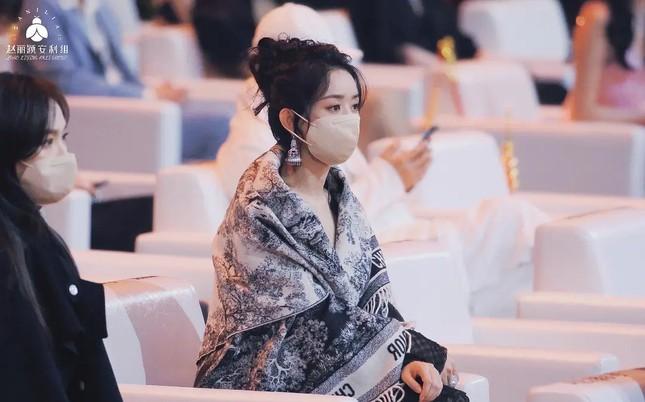 Đụng độ hai tình cũ của chồng, Triệu Lệ Dĩnh hành xử thế nào mà được netizen vỗ tay? ảnh 5
