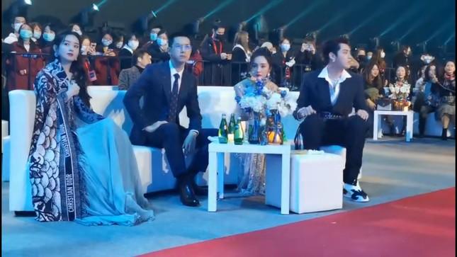 Đụng độ hai tình cũ của chồng, Triệu Lệ Dĩnh hành xử thế nào mà được netizen vỗ tay? ảnh 7