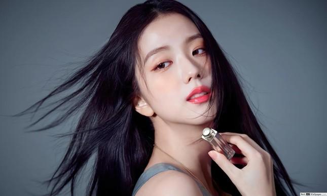 Cớ sao fan C-Biz lại ấm ức khi nghe tin Dior trao chức danh đại sứ toàn cầu cho Jisoo? ảnh 1