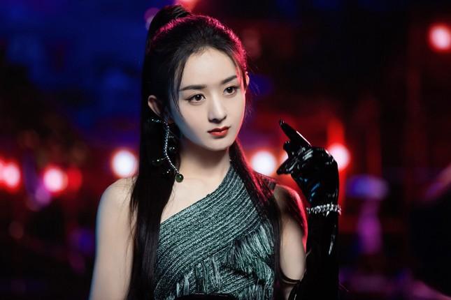 Cùng tạo hình công chúa Raya, Hoa hậu H'Hen Niê và Triệu Lệ Dĩnh ai thần thái hơn? ảnh 3