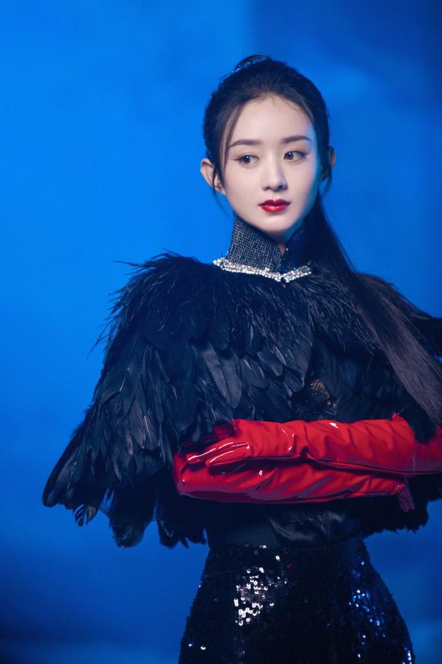 Cùng tạo hình công chúa Raya, Hoa hậu H'Hen Niê và Triệu Lệ Dĩnh ai thần thái hơn? ảnh 5