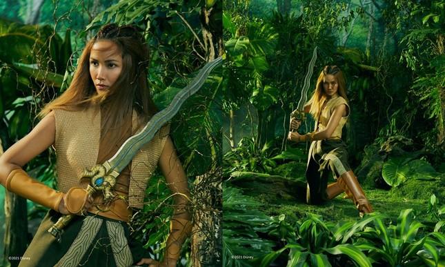 Cùng tạo hình công chúa Raya, Hoa hậu H'Hen Niê và Triệu Lệ Dĩnh ai thần thái hơn? ảnh 1