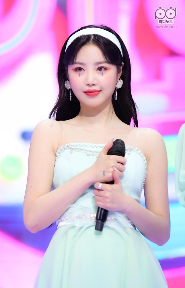 Trước khi dính bê bối bắt nạt, Soojn (G)I-DLE từng hai lần bị phát hiện đeo túi nhái ảnh 4