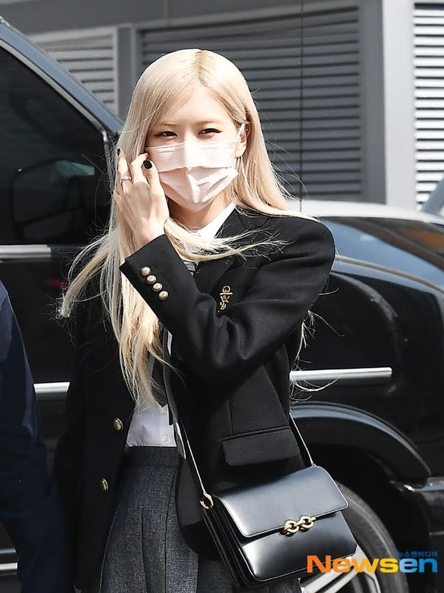 """Netizen cạn lời khi bóc giá đồng phục đi học của Rosé: Định đóng phim """"The Heirs"""" hay gì? ảnh 6"""