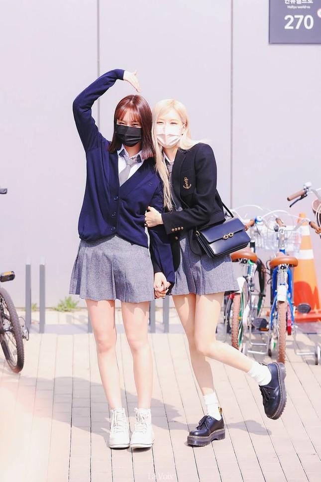 """Netizen cạn lời khi bóc giá đồng phục đi học của Rosé: Định đóng phim """"The Heirs"""" hay gì? ảnh 4"""