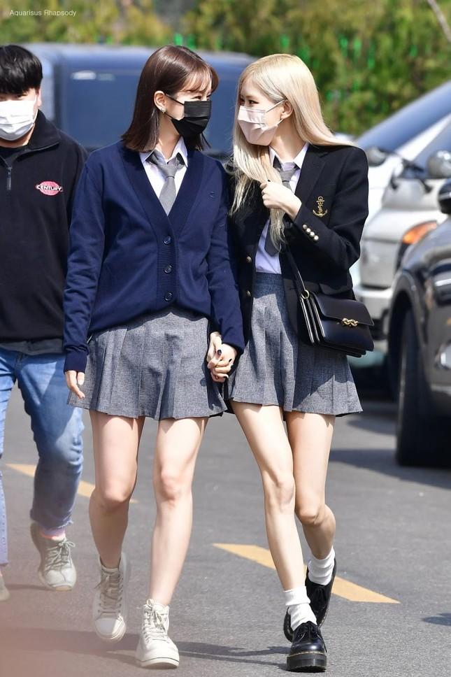 """Netizen cạn lời khi bóc giá đồng phục đi học của Rosé: Định đóng phim """"The Heirs"""" hay gì? ảnh 1"""