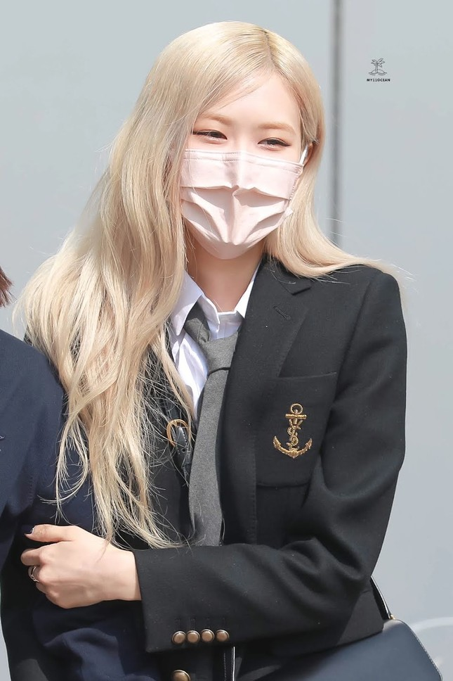 """Netizen cạn lời khi bóc giá đồng phục đi học của Rosé: Định đóng phim """"The Heirs"""" hay gì? ảnh 2"""