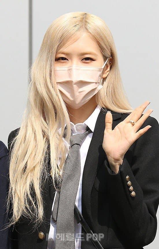 """Netizen cạn lời khi bóc giá đồng phục đi học của Rosé: Định đóng phim """"The Heirs"""" hay gì? ảnh 5"""