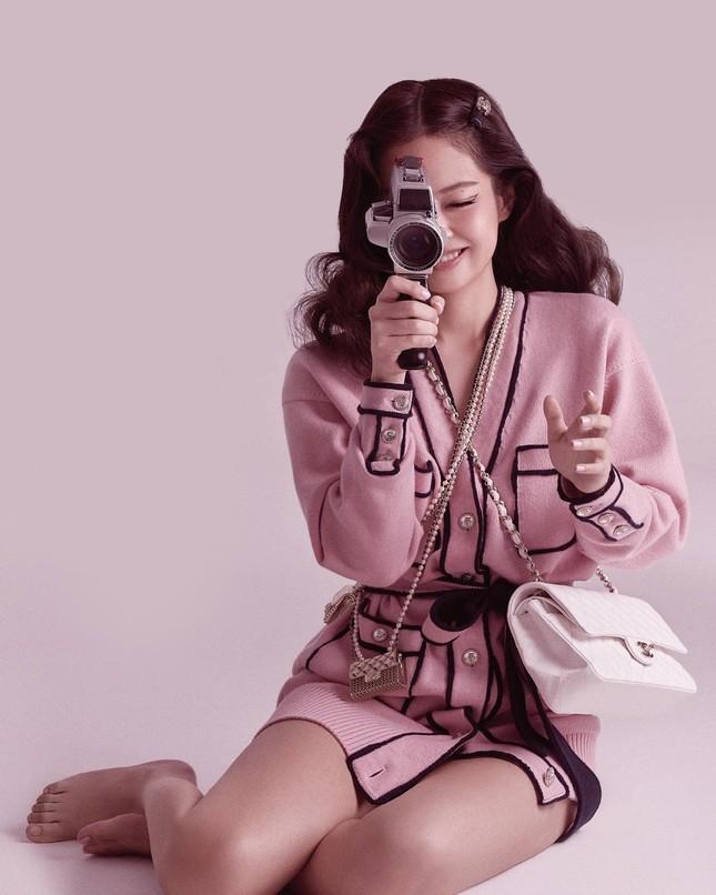 Ngọc Trinh chơi lớn sắm hẳn hai vòng cổ Chanel khiến dân mạng liên tưởng tới Jennie ảnh 4