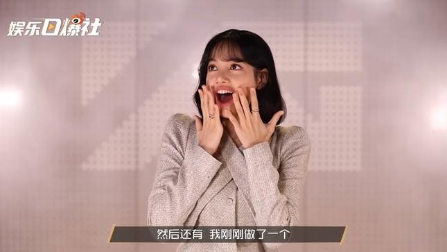 Lisa nói về ảnh chế: Fan đăng hình gì cô nàng biết hết nhưng thích nhất là tấm nào? ảnh 1
