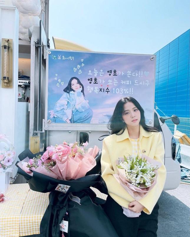 """""""Snowdrop"""" chưa quay xong, netizen Hàn đã có lý do mới để tranh cãi về vai diễn của Jisoo ảnh 3"""