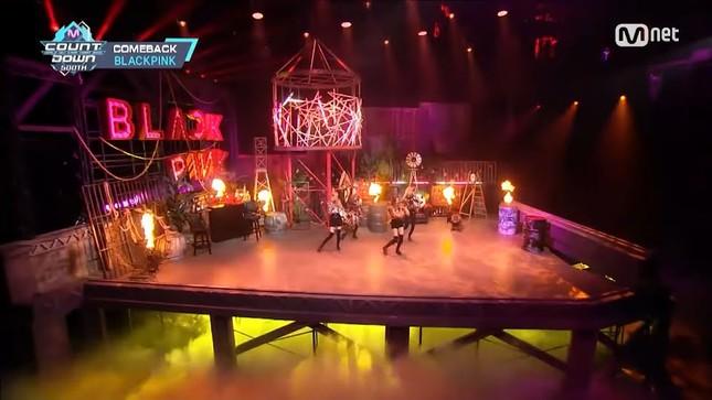 Vì sao sân khấu quảng bá của BLACKPINK lúc nào cũng đẹp và hoành tráng miễn chê? ảnh 4