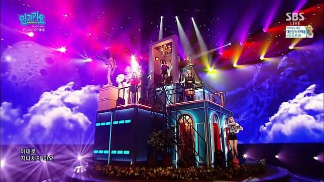 Vì sao sân khấu quảng bá của BLACKPINK lúc nào cũng đẹp và hoành tráng miễn chê? ảnh 3