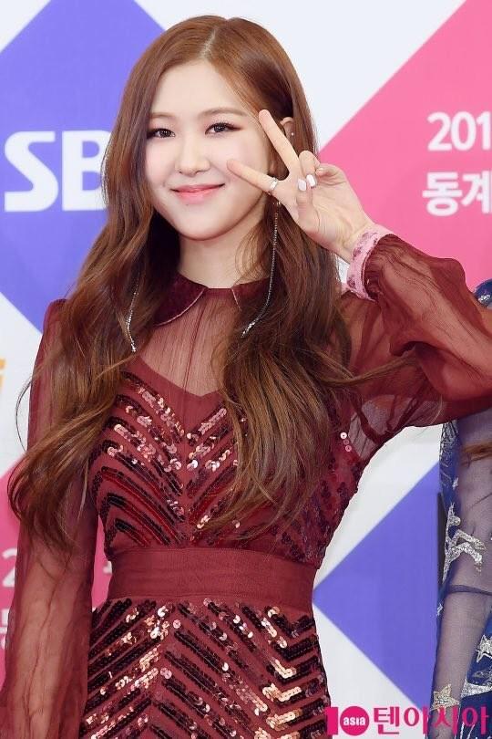 Đâu chỉ nhờ giảm cân và đổi màu tóc, Rosé thăng hạng nhan sắc còn do trang điểm ảnh 2