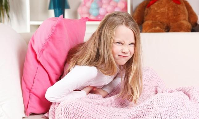 Cha mẹ bàng hoàng khi biết bé gái 9 tuổi bị đau bụng do nguyên nhân từ gia đình ảnh 1