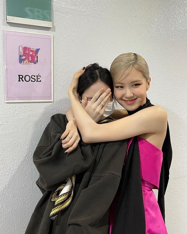 Chỉ kể câu chuyện vui về Lisa thôi mà Rosé cũng bị anti-fan kiếm cớ công kích ảnh 3
