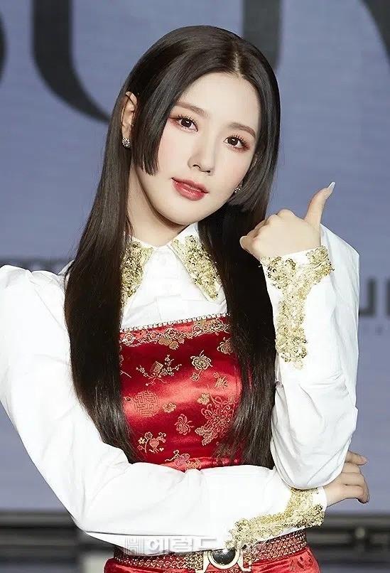 """""""Đu trend"""" tóc Hime rất muộn nhưng """"mỹ nữ 4000 năm"""" Cúc Tịnh Y lại được khen nhiều nhất ảnh 5"""