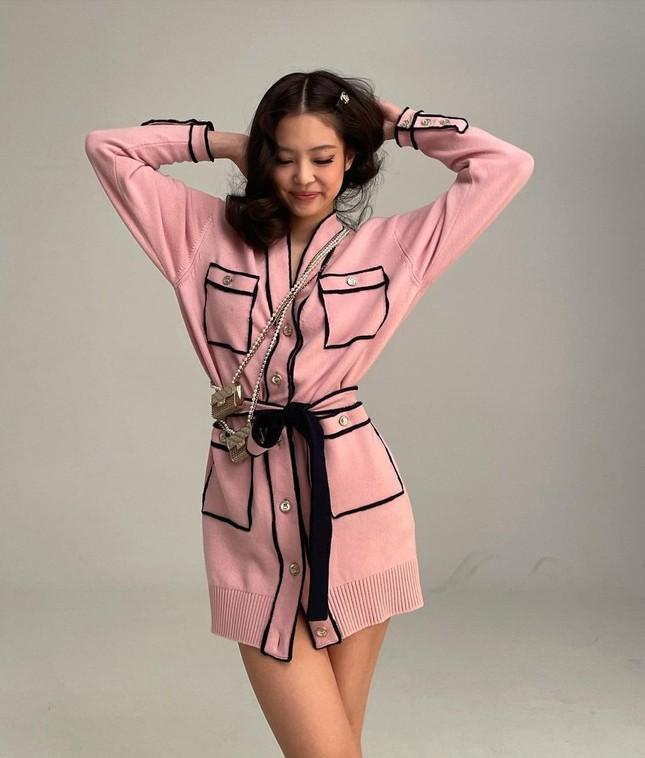 """Không hổ danh """"búp bê Chanel sống"""", Jennie được khen mặc đẹp hơn cả người mẫu của hãng ảnh 1"""