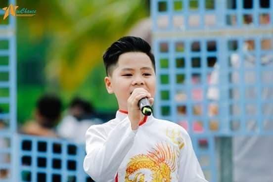"""Khoe giọng chèo ngọt """"lịm"""", học sinh cùng quê Sơn Tùng gây """"sốt"""" với bài ca nhớ trường ảnh 1"""
