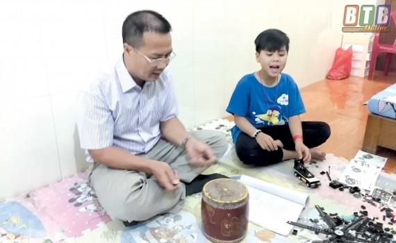 """Khoe giọng chèo ngọt """"lịm"""", học sinh cùng quê Sơn Tùng gây """"sốt"""" với bài ca nhớ trường ảnh 3"""
