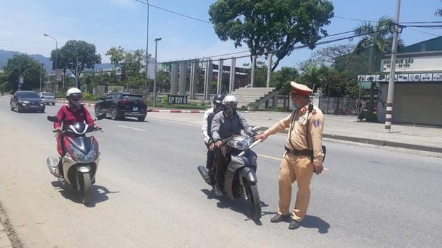 Teen chú ý: Cảnh sát giao thông ra quân tổng kiểm soát các phương tiện đường bộ ảnh 2