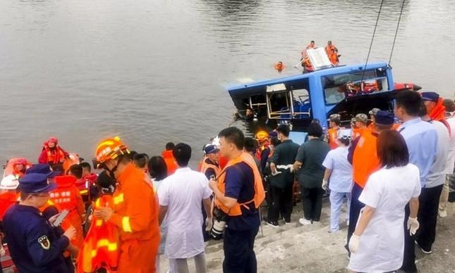 Hé lộ nguyên nhân vụ tài xế cố ý lao xe buýt xuống hồ khiến 21 người thiệt mạng ảnh 2
