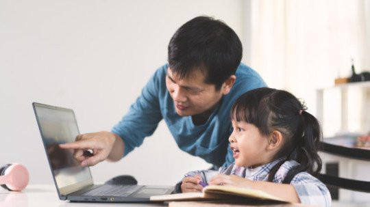 """Tranh cãi việc các trường tư cho học sinh lớp 1 học online: """"Chưa biết chữ học kiểu gì?"""" ảnh 1"""