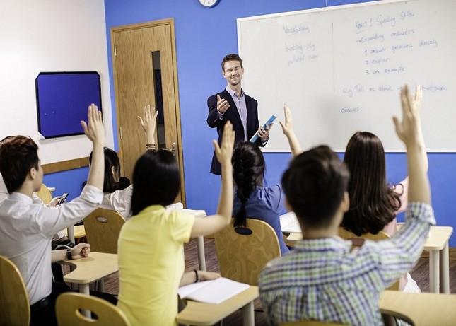 Thiếu giáo viên nước ngoài, các trung tâm tiếng Anh và trường quốc tế xoay xở ra sao? ảnh 2