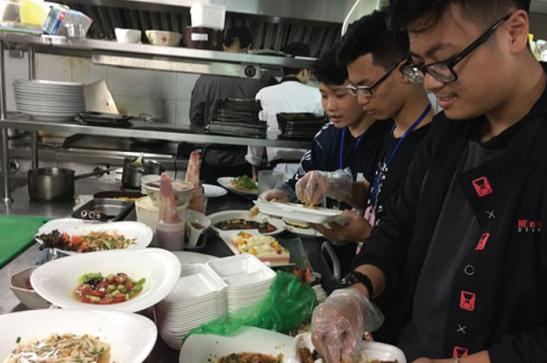Tet Donation 2021: Bạn đã sẵn sàng trở thành một mảnh ghép của Biệt đội giải cứu thức ăn? ảnh 2