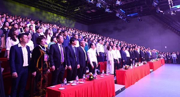 Thủ tướng Nguyễn Xuân Phúc: Cần đàn chim Việt bay xa trong kinh tế toàn cầu ảnh 1