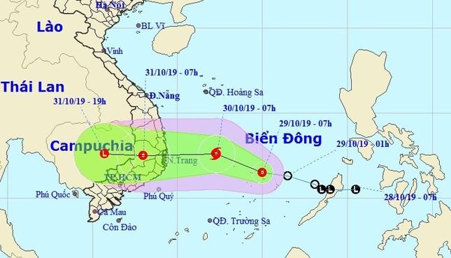 Bão di chuyển phức tạp, chiều tối mai đổ bộ Nam Trung bộ ảnh 1