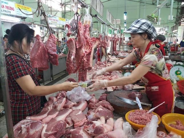 Doanh nghiệp đồng loạt giảm giá lợn hơi từ 1/4 ảnh 1