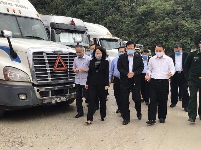 Mở đường dây nóng với Trung Quốc để xử lý nông sản ùn ứ ảnh 1