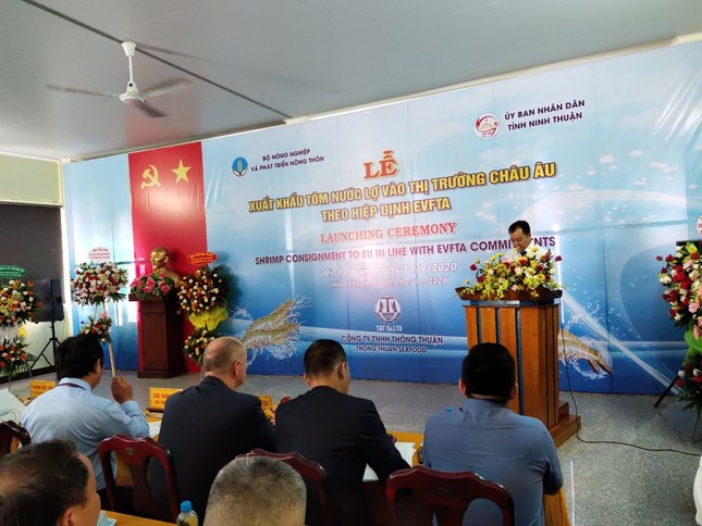 Việt Nam xuất khẩu lô tôm đầu tiên sang EU hưởng thuế 0% từ EVFTA ảnh 1