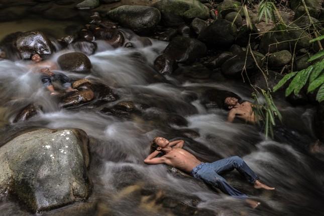 Thế giới tuần qua: Pháp hứng chịu trận lũ lụt khủng khiếp ảnh 7